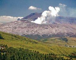 Началось извержение крупного в мире вулкана в Японии